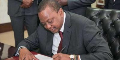 uhuru_signings_1.jpg