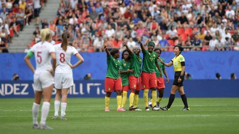 les-joueuses-camerounaises-se-plaignent-aupres-de-l-arbitre_257123.jpg